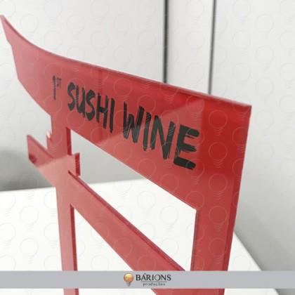 Display em Acrílico Vermelho com Recorte Especial para Exposição de Vinho