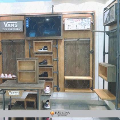 Showroom Vans em Compensado Especial c/ Prancha Bruta de Madeira e Conecções Hidraulicas
