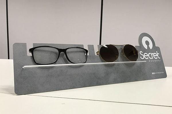 Display de balcão para óculos em PS   Bárions Produções