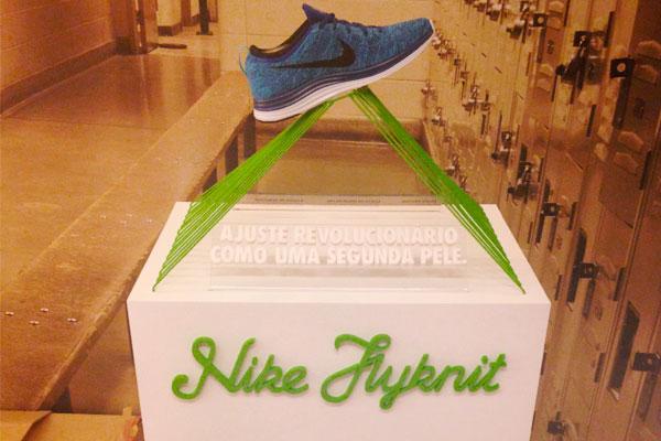 Expositor em MDF positivado pela Bárions produções para a Nike