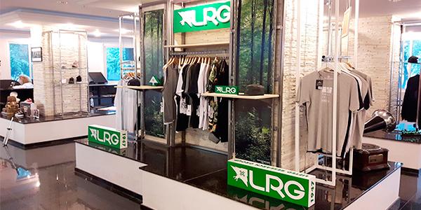 Olha central de loja, em marcenaria, desenvolvida pela Bárions Produções