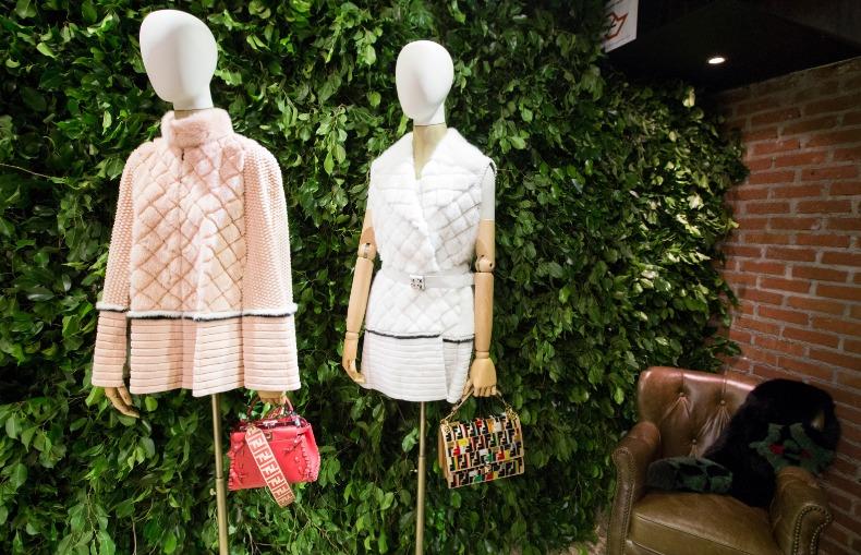Loja pop-up de shopping para roupas e bolsas | Bárions Produções