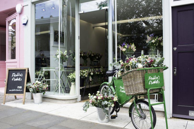 A bicicleta é um símbolo da marca e está presente em todas as lojas. | Bárions Produções